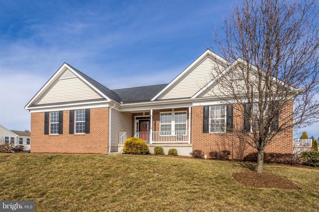 Beautiful brick exterior - 2 MAE WAY, THURMONT