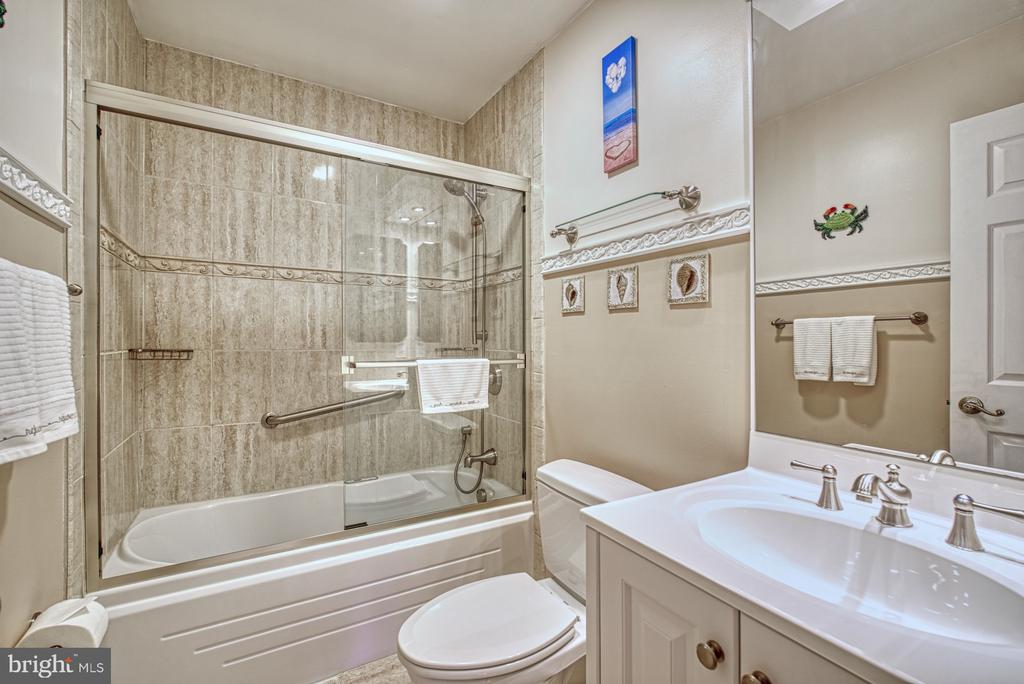 Full Bath on Upper Level - 10161 TURNBERRY PL, OAKTON