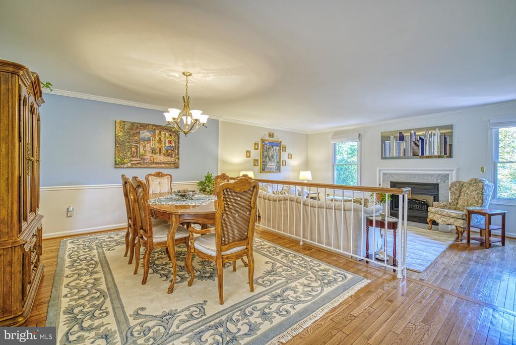 Dining Room flows into Living Room - 10161 TURNBERRY PL, OAKTON