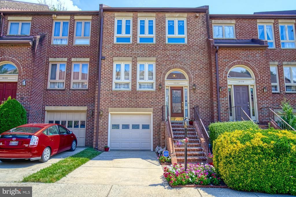 PREMIERE LOCATION -  ALL BRICK TOWNHOME! - 10161 TURNBERRY PL, OAKTON