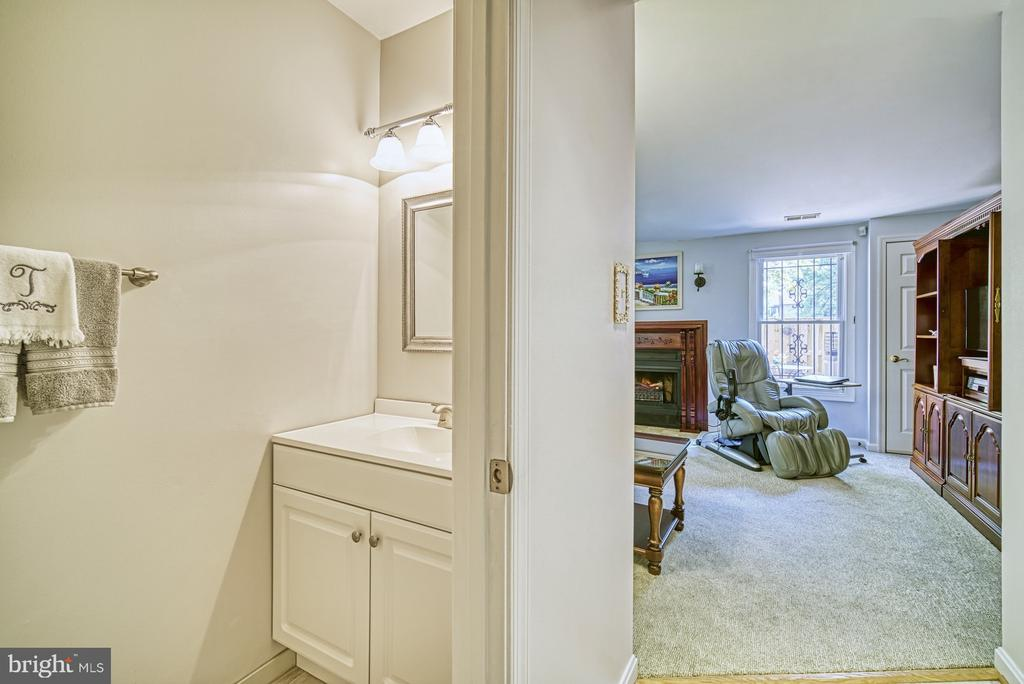 Half Bath in Basement - 10161 TURNBERRY PL, OAKTON