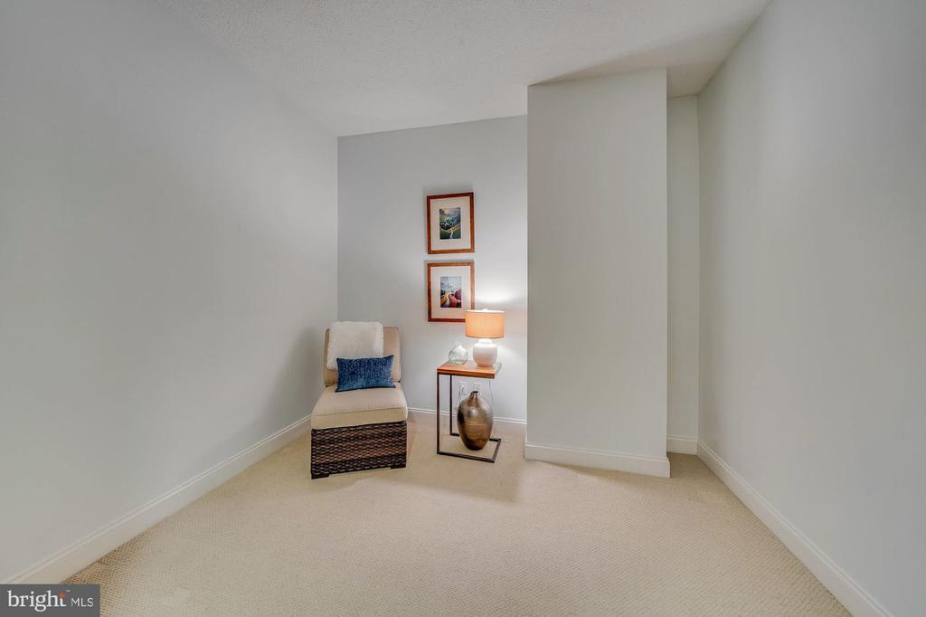 Den   Office   Extra Storage - 1020 N HIGHLAND ST #215, ARLINGTON