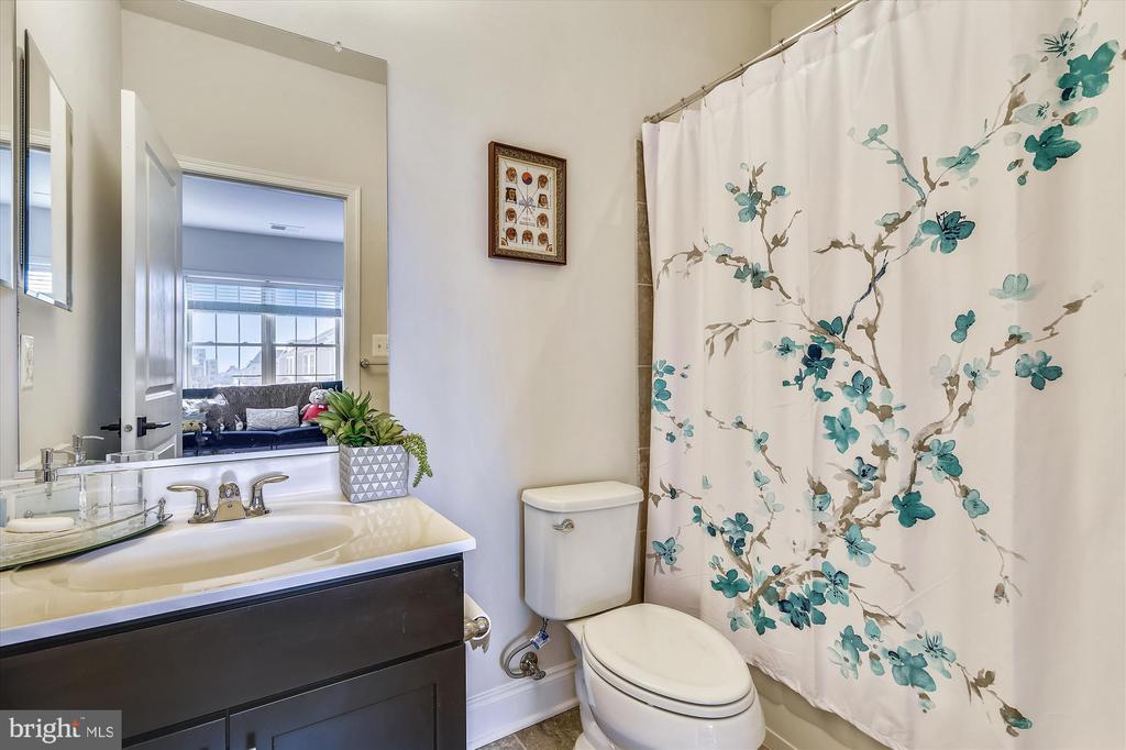Bedroom 2 Bath - 43111 CLARENDON SQ, ASHBURN