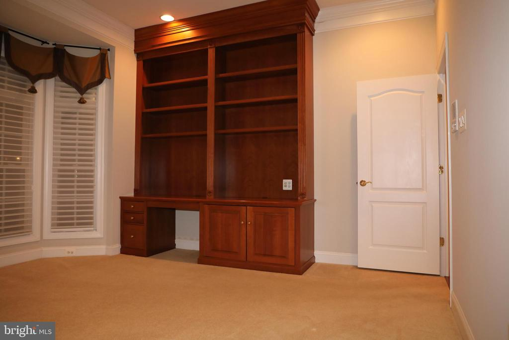 Main level Study with built-ins - 3705 GLEN EAGLES DR, SILVER SPRING