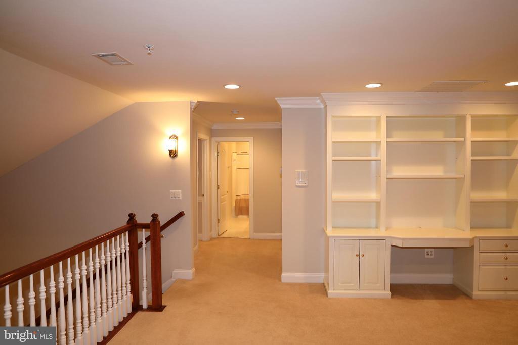 Upper level loft area with built-ins - 3705 GLEN EAGLES DR, SILVER SPRING