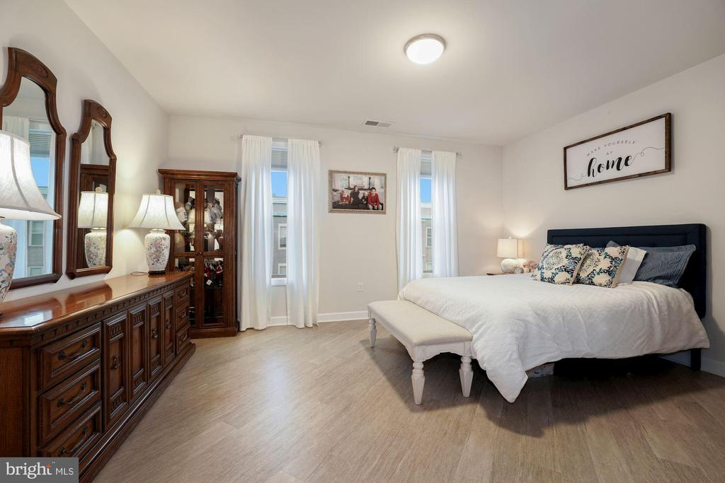 Primary Bedroom - Abundance of Natural Sunlight! - 6107 FAIRVIEW FARM DR #403, ALEXANDRIA