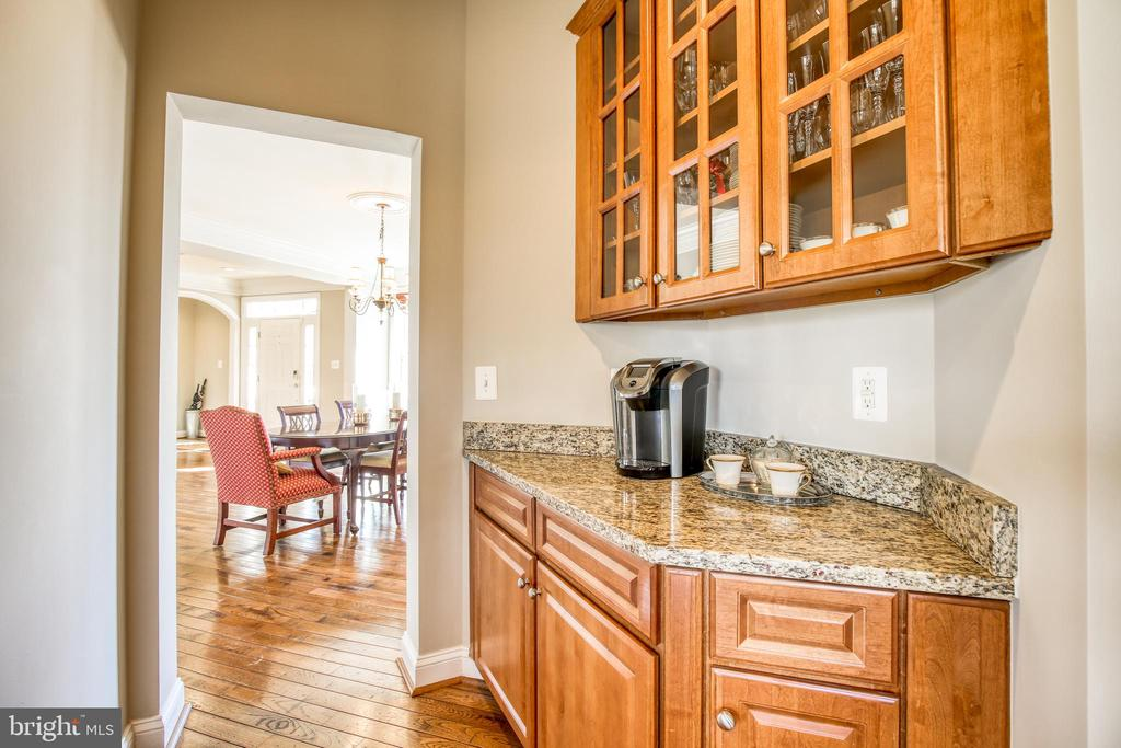 Butlers pantry/coffee station - 43094 ROCKY RIDGE CT, LEESBURG