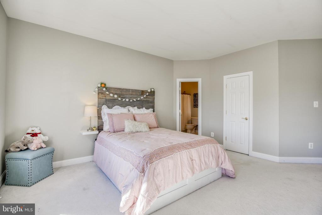 2nd bedroom with private bath - 43094 ROCKY RIDGE CT, LEESBURG