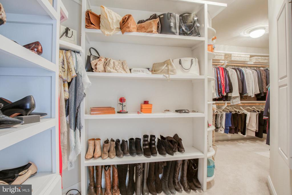 Huge walk in closet - 43094 ROCKY RIDGE CT, LEESBURG