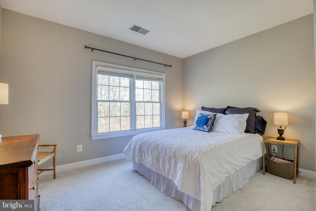 4th bedroom shares Jack and Jill bathroom - 43094 ROCKY RIDGE CT, LEESBURG