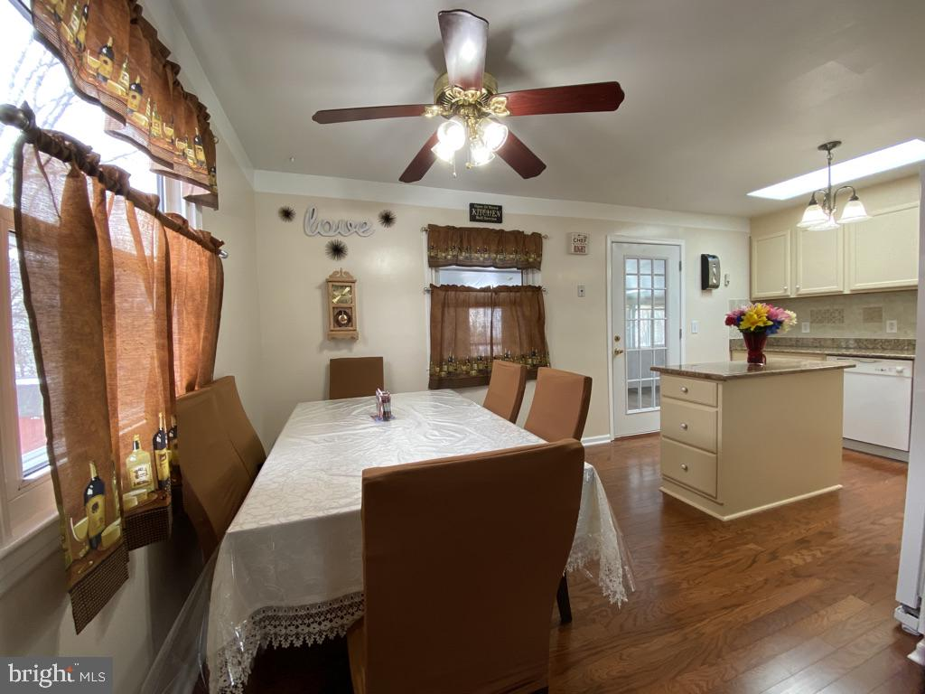 603 W Poplar Road Updated Kitchen/Dining - 603 W POPLAR RD, STERLING