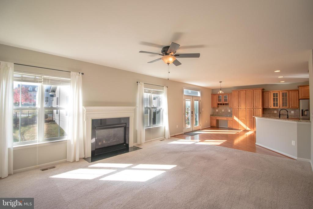 Gas fireplace, perfect for a cozy night! - 1110 HEARTHSTONE DR, FREDERICKSBURG