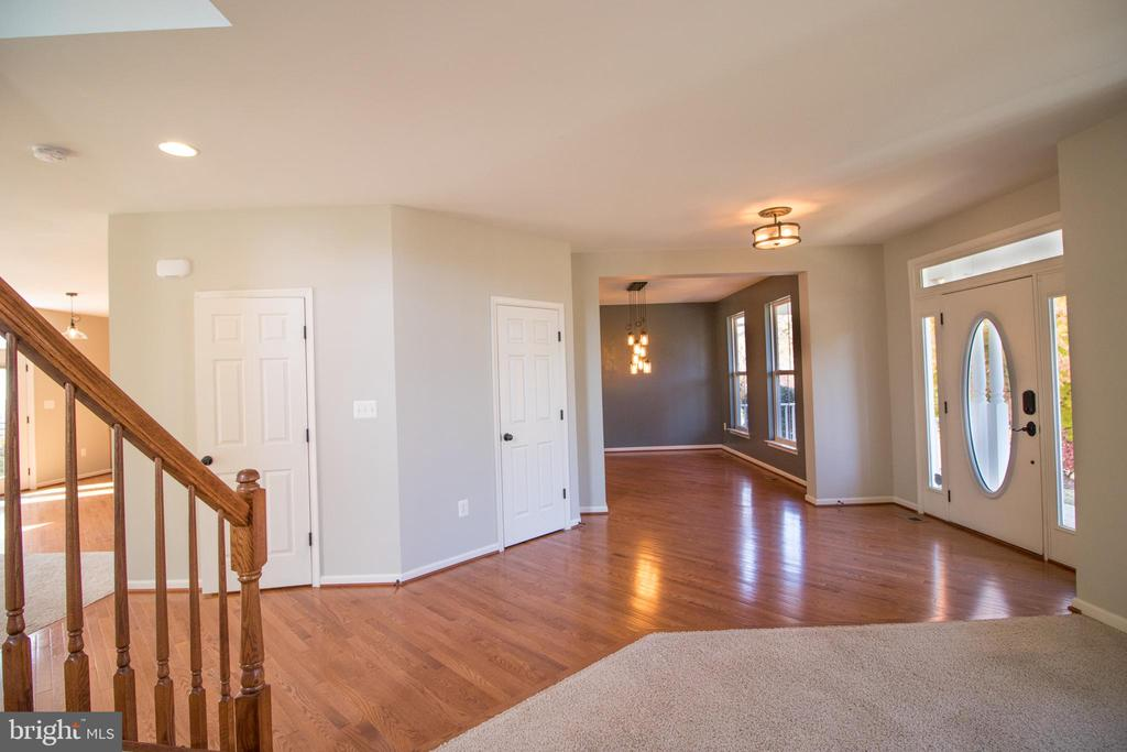 Large entry way - 1110 HEARTHSTONE DR, FREDERICKSBURG