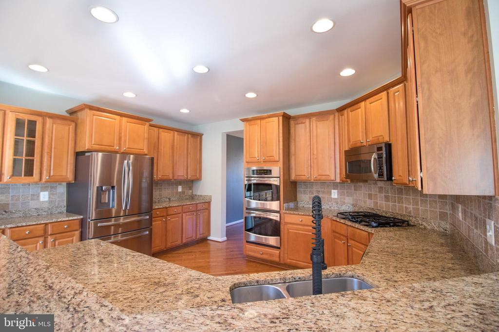 Stainless steel appliances! - 1110 HEARTHSTONE DR, FREDERICKSBURG