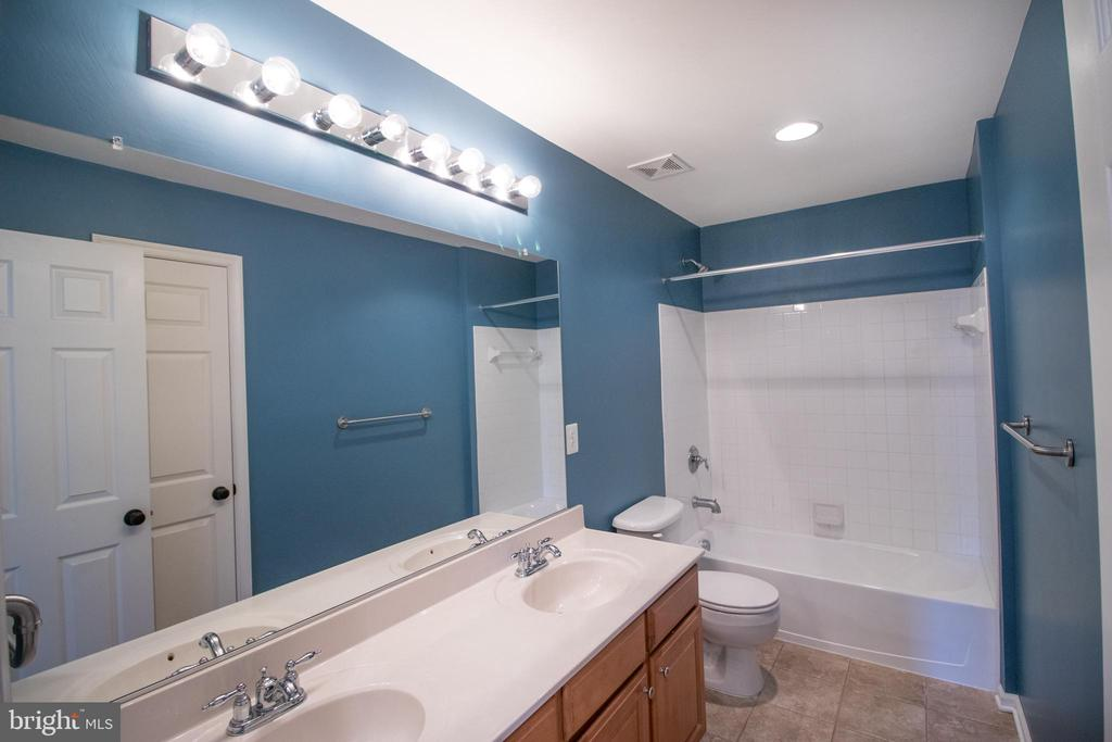 Large bdrm level full bath with double vanity! - 1110 HEARTHSTONE DR, FREDERICKSBURG