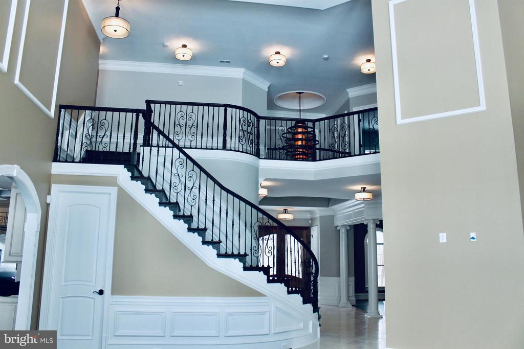 Dramatic 2-Story Foyer with Curved Staircase. - 10603 VALE RD, OAKTON