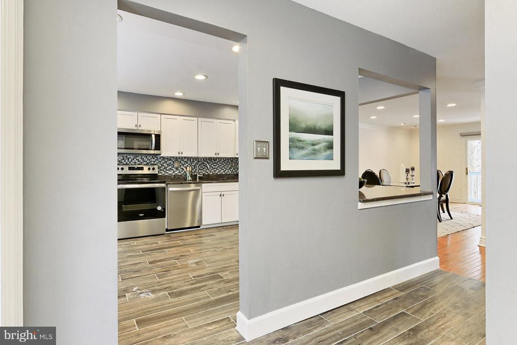 Open floor plan is sure to please. - 2071 WETHERSFIELD CT, RESTON