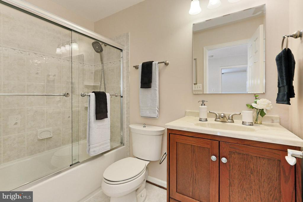 Updated upper lvl 2nd Full Bath - 2071 WETHERSFIELD CT, RESTON