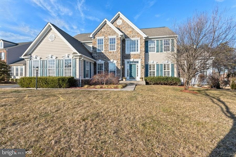 - 42268 PROVIDENCE RIDGE DR, CHANTILLY