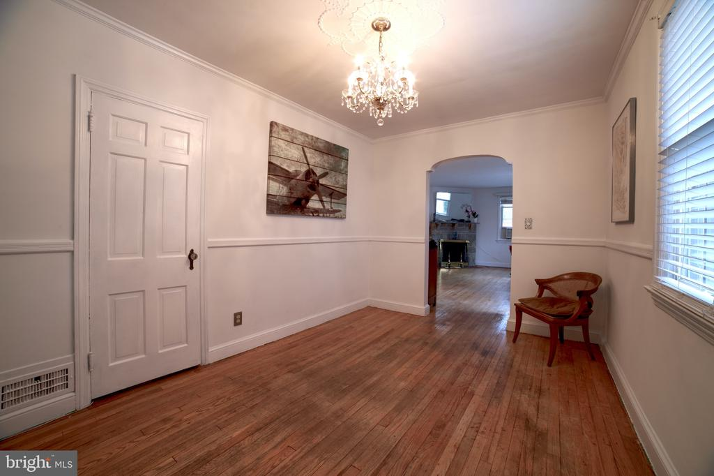 Dining Room. Main Level. View 1 - 701 N GEORGE MASON DR, ARLINGTON