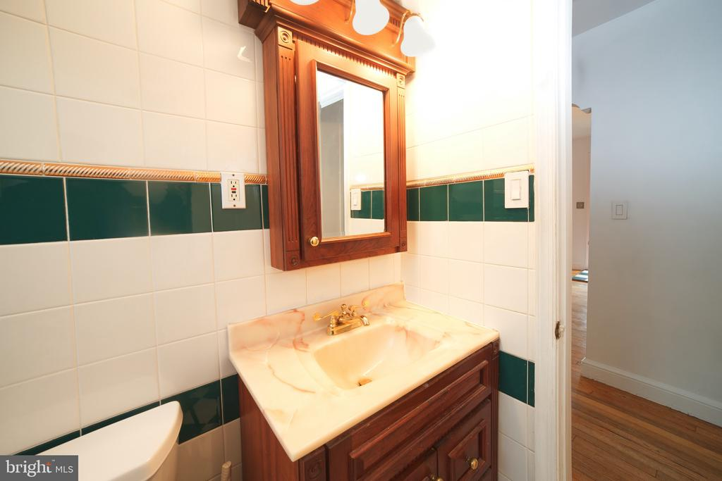 Bathroom 1. Main Level. View 1 - 701 N GEORGE MASON DR, ARLINGTON