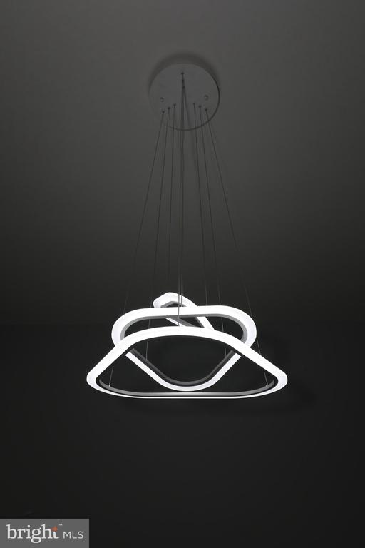 High-end dining light fixture - 219 W MEADOWLAND LN, STERLING