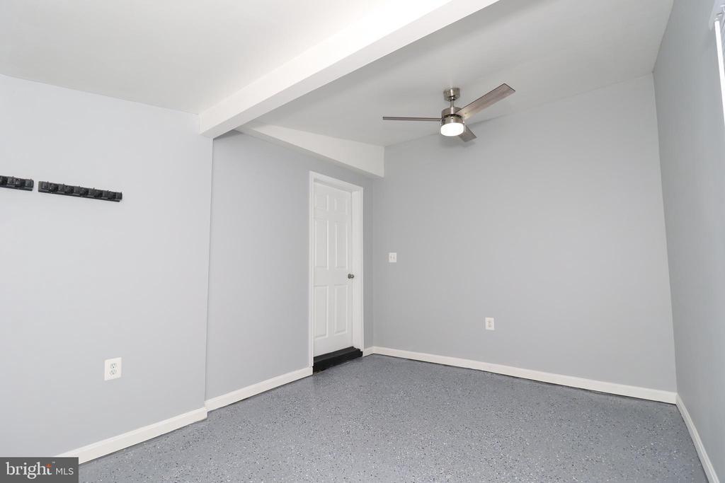 Storage/ Office space - 219 W MEADOWLAND LN, STERLING