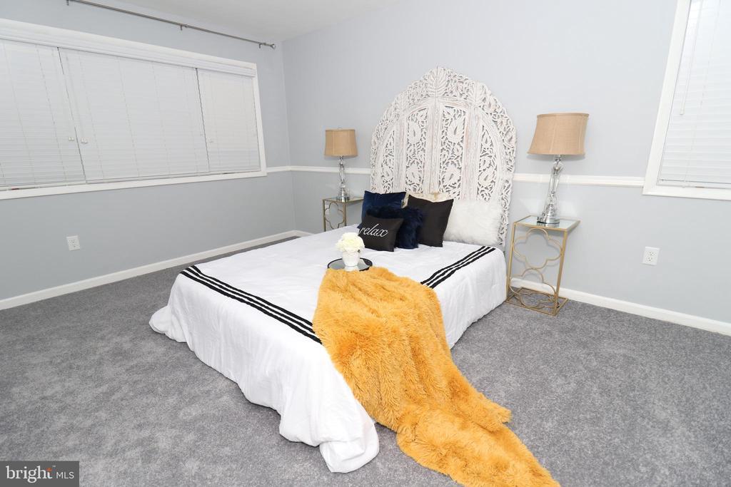 Master bedroom - 219 W MEADOWLAND LN, STERLING