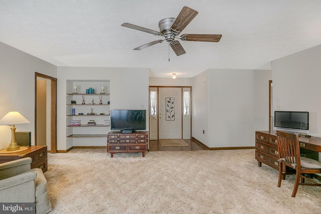 Living room w/built in shelving - 122 SUNNY WAY, THURMONT