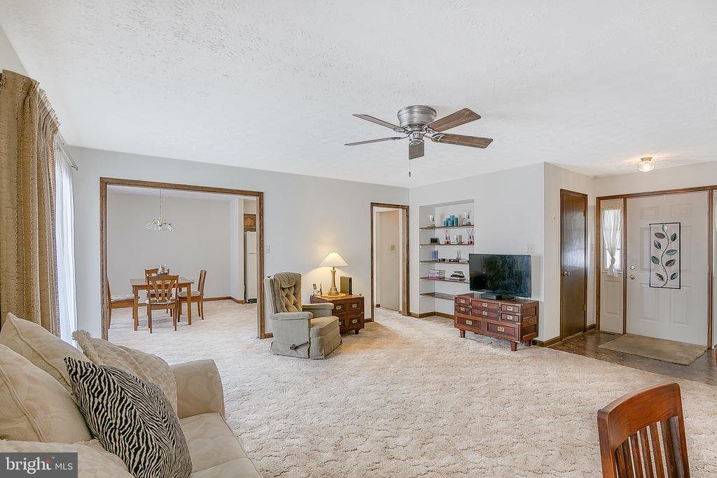 Living room to dining room - 122 SUNNY WAY, THURMONT