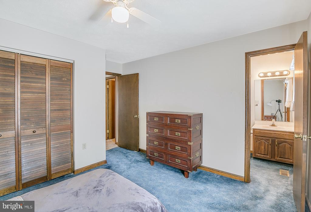 Master bedroom to adjoining bath - 122 SUNNY WAY, THURMONT