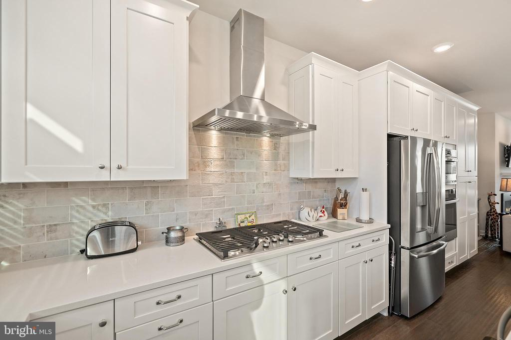 Cooktop Gas Cooking w/Vented Stainless Steel Hood - 1614 ROCKY SHALE TER SE, LEESBURG