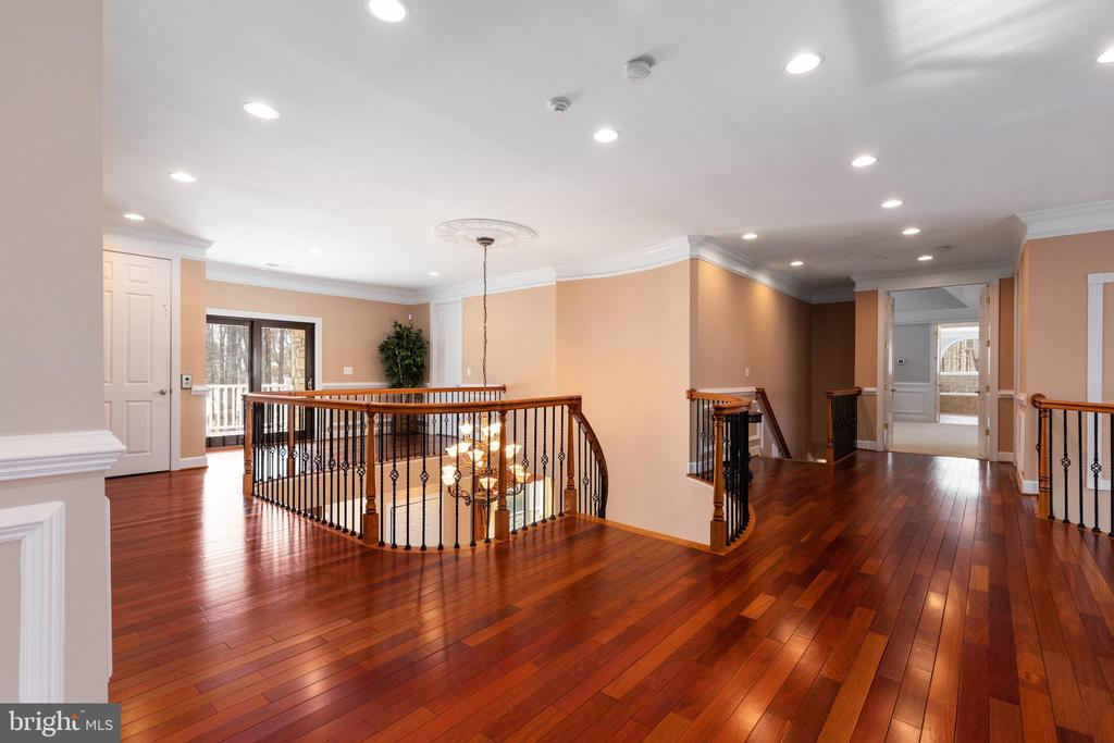 Upper Hallway - 6500 BRIARCROFT ST, CLIFTON