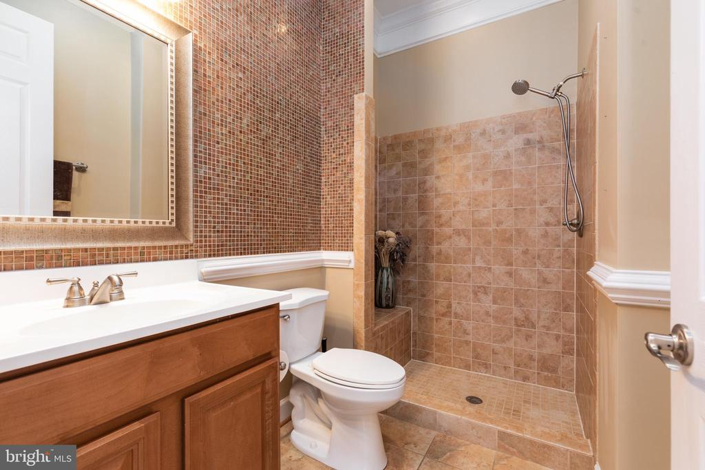Main Level Full Bath - 6500 BRIARCROFT ST, CLIFTON