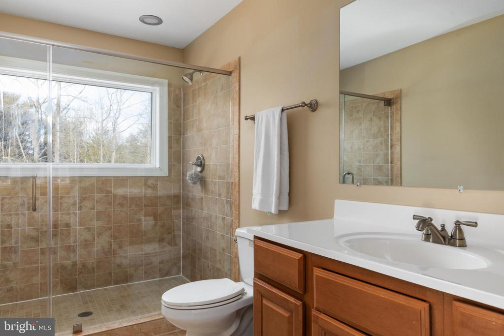 3rd Level Full Bath - 6500 BRIARCROFT ST, CLIFTON
