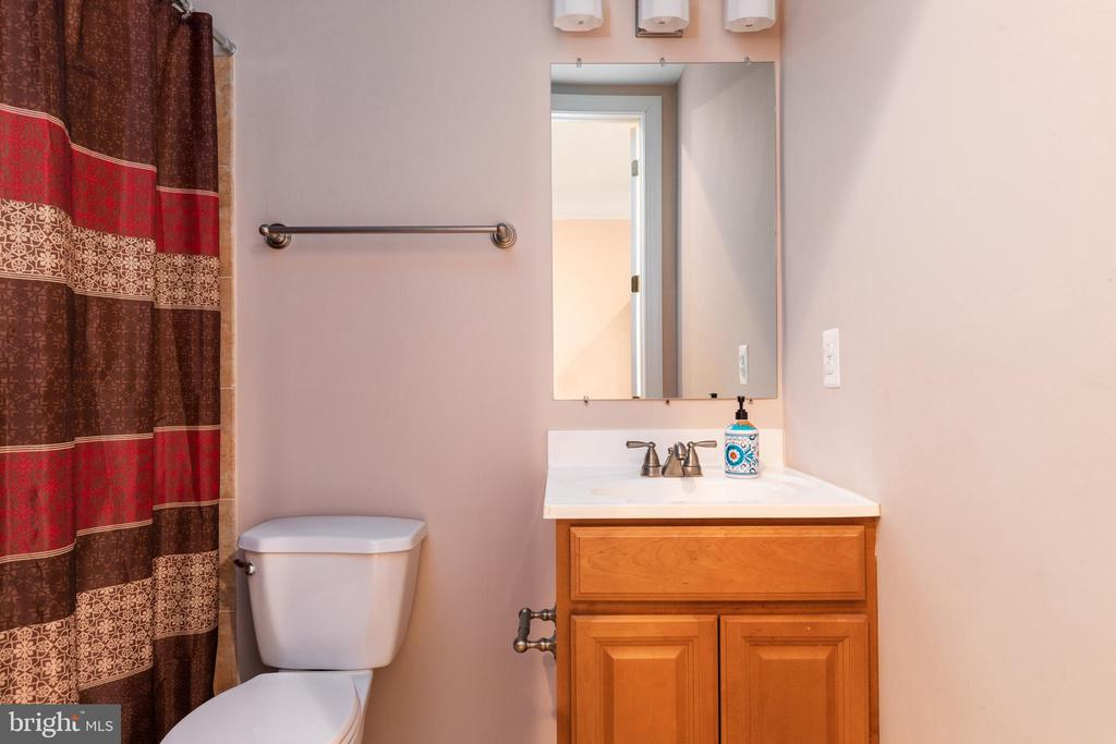 Lower Level Full Bath - 6500 BRIARCROFT ST, CLIFTON