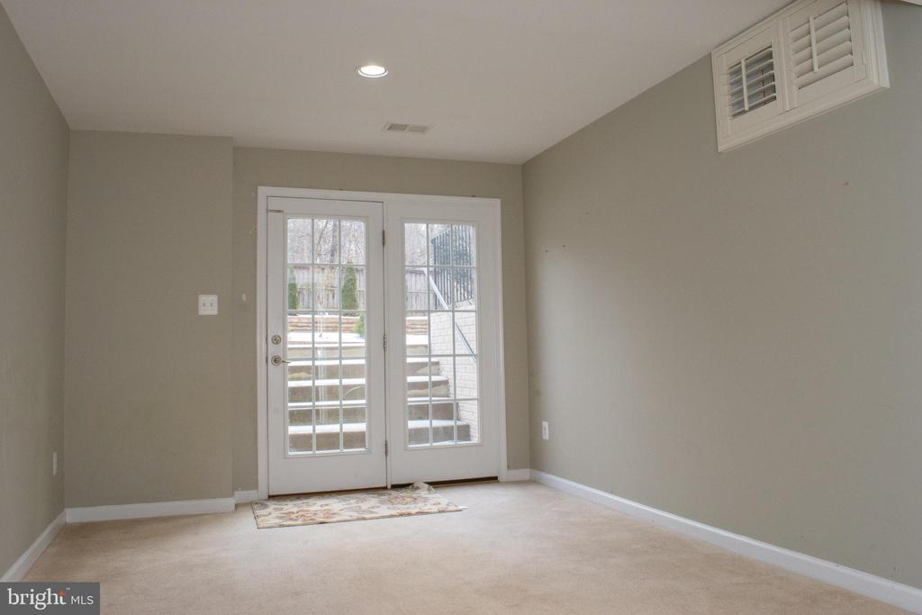Rear entrance to the basement - 1007 YOUNG AVE, HERNDON