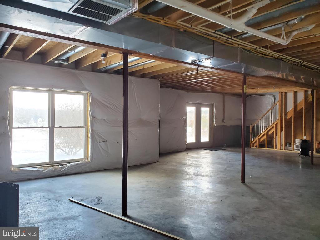 full unfinished basement - 334 BASS LN, WINCHESTER