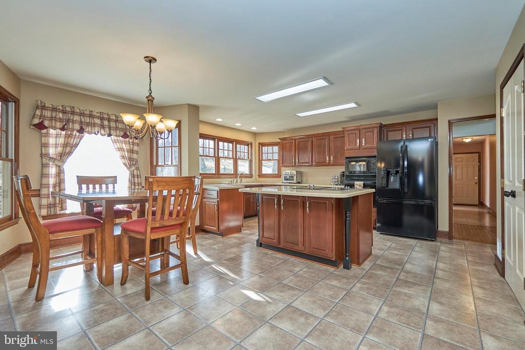 Large Kitchen Adjoining Family Room - 12693 CROSSBOW DR, MANASSAS