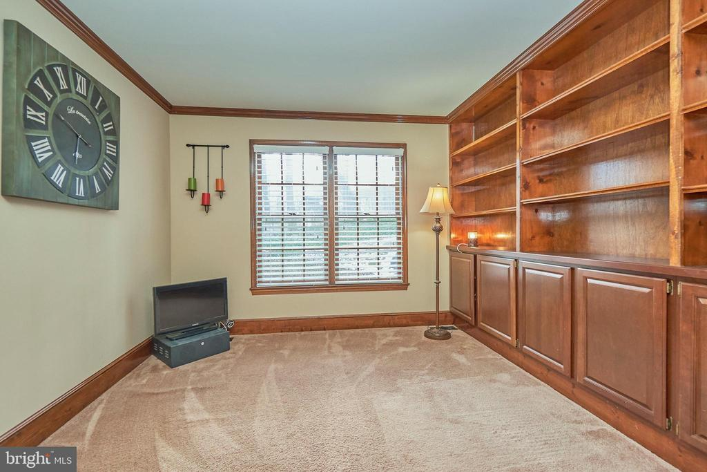 Main Level Office with Built-ins - 12693 CROSSBOW DR, MANASSAS
