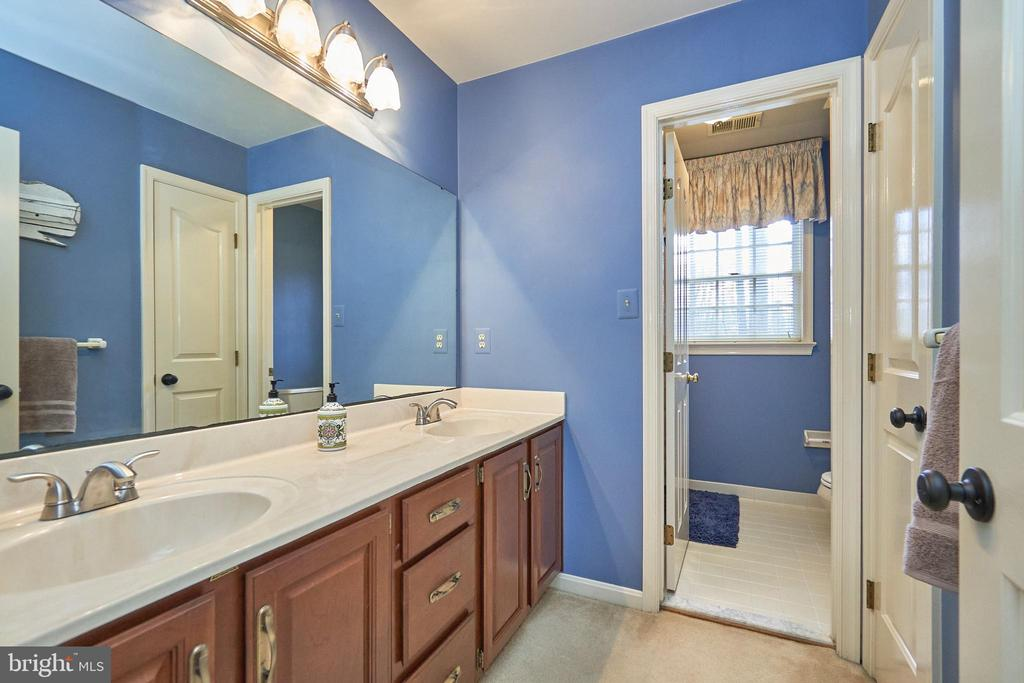 Upper Hall Bath with Two Sinks - 12693 CROSSBOW DR, MANASSAS