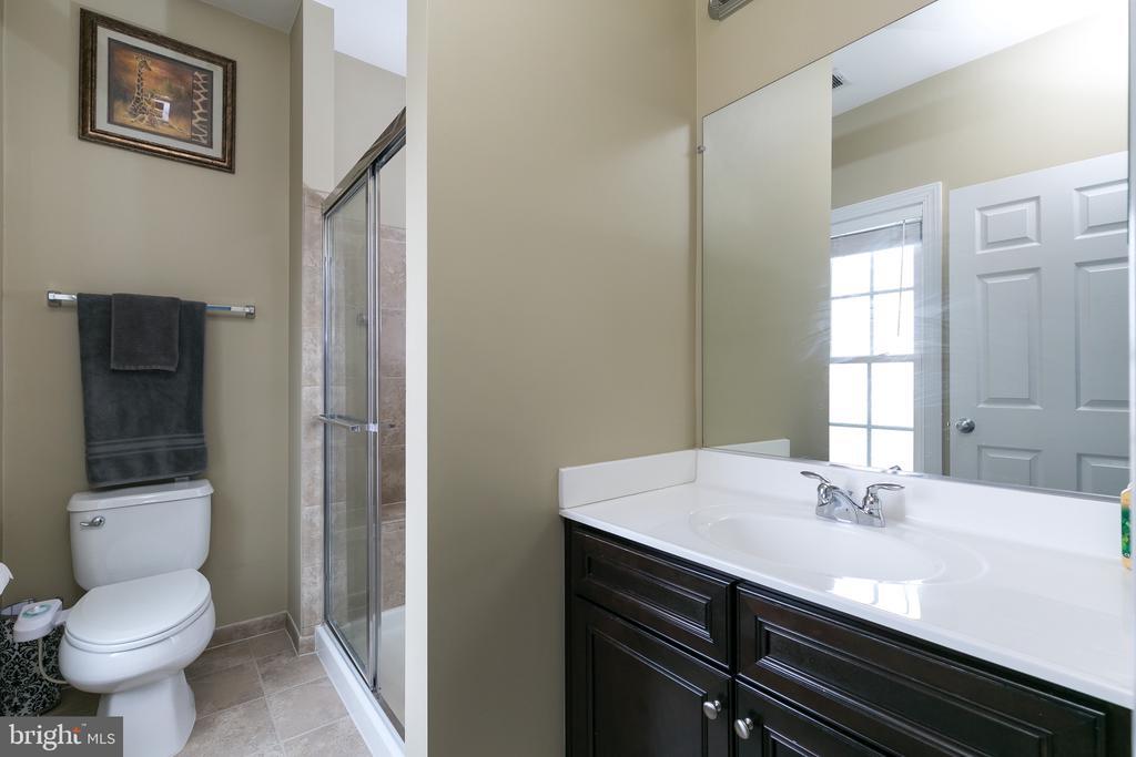 3rd full bathroom for Jack & Jill room - 21382 FAIRHUNT DR, ASHBURN