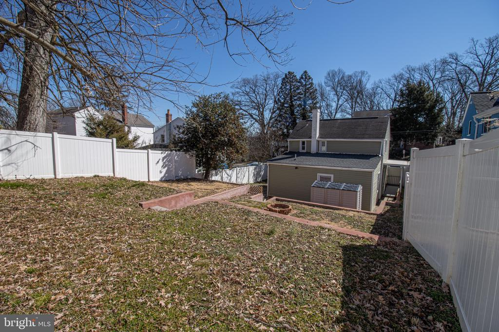 Large fenced yard - 5109 11TH ST S, ARLINGTON