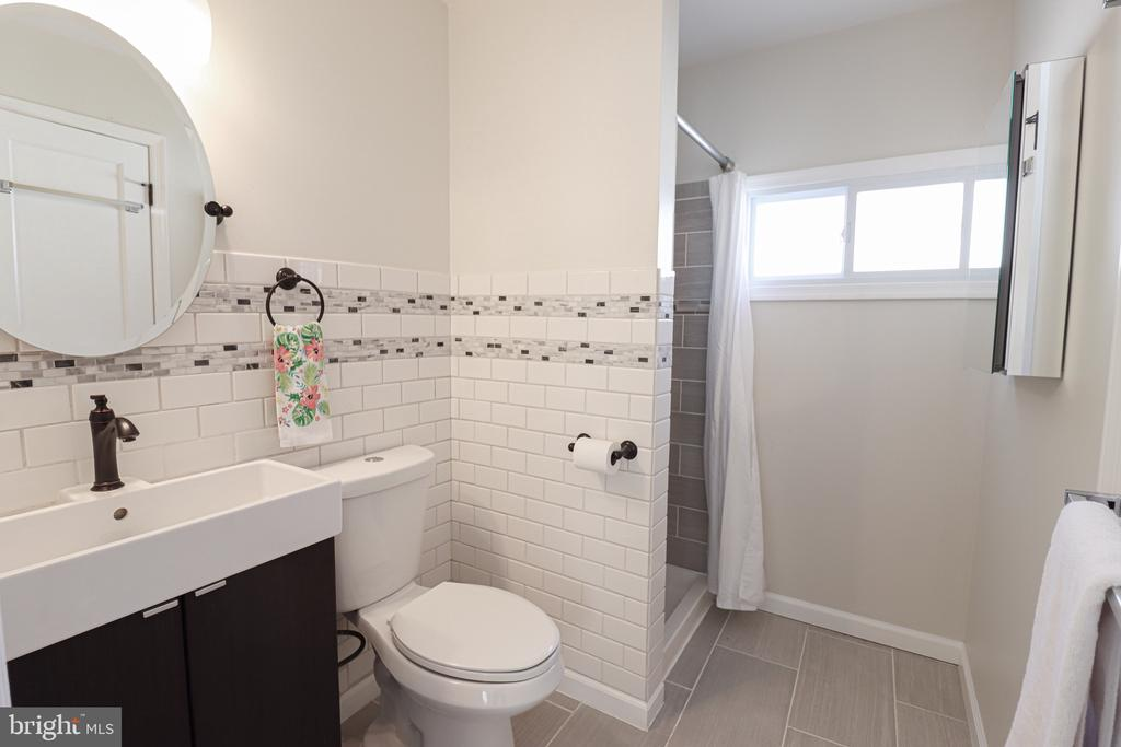 Main level bathroom - 5109 11TH ST S, ARLINGTON