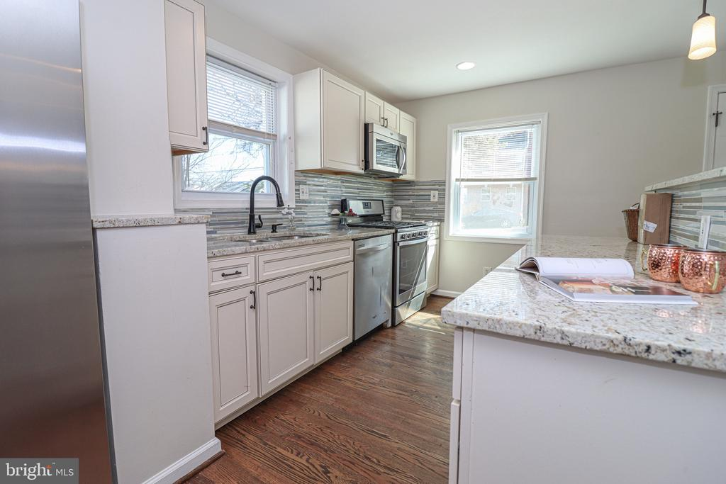Stainless steel appliances - 5109 11TH ST S, ARLINGTON
