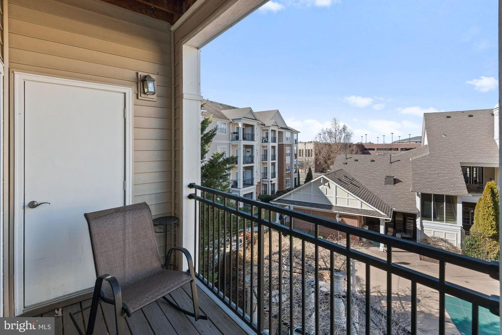 Unit 304- Overlooks the pool and clubhouse - 12954 CENTRE PARK CIR #304, HERNDON