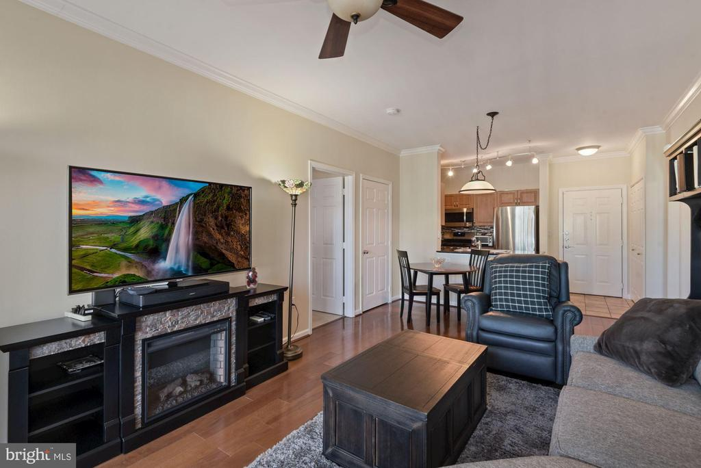 Unit 304- different angle of the living room - 12954 CENTRE PARK CIR #304, HERNDON