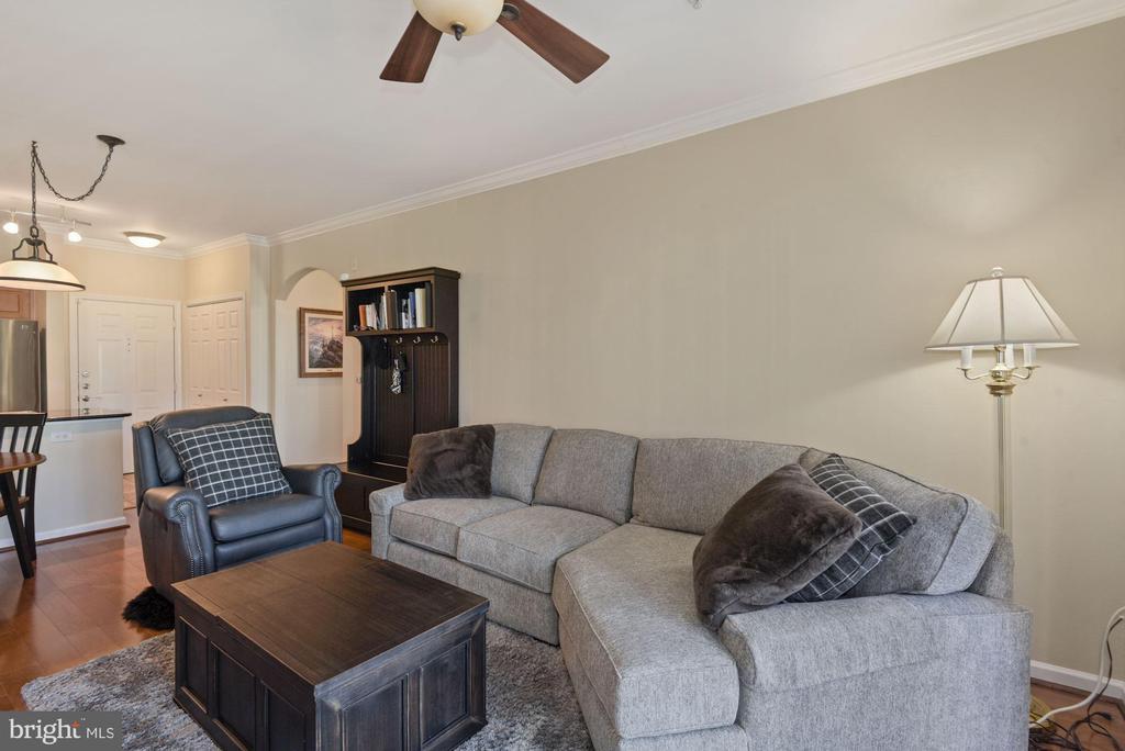 Unit 304- living room view - 12954 CENTRE PARK CIR #304, HERNDON