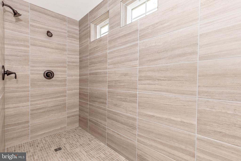 Optional Roman Shower - 6625 ACCIPITER DR, NEW MARKET