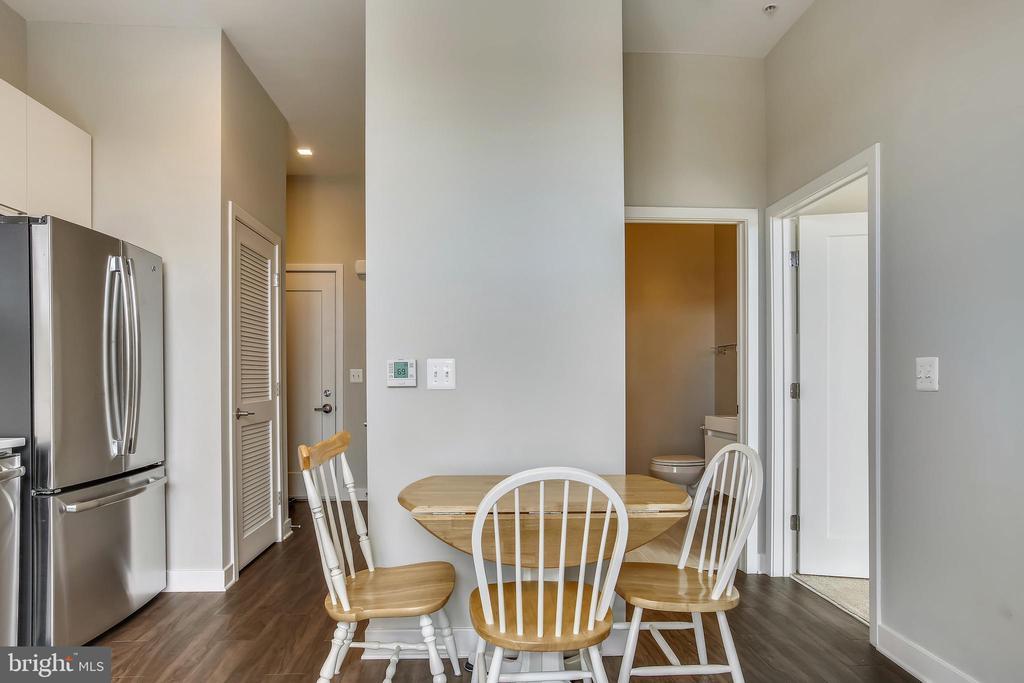 Dining & Living Area - 989 S BUCHANAN ST #401, ARLINGTON